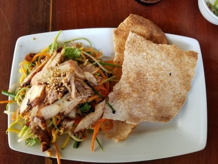 Salad with grilled pork and rice paper